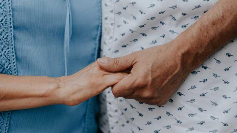 FORMATION PRISE EN CHARGE DES PATIENTS EN FIN DE VIE ET DE LEUR ENTOURAGE DANS LE MILIEU HOSPITALIER